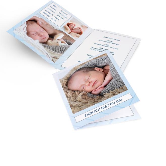 Abbildung von Geburtskarten Junge im Hochformat, mit Schriftzug und Foto auf hellblauem Grund. Innenseiten bieten Platz fuer Fotos links und beidseitig fuer Text.