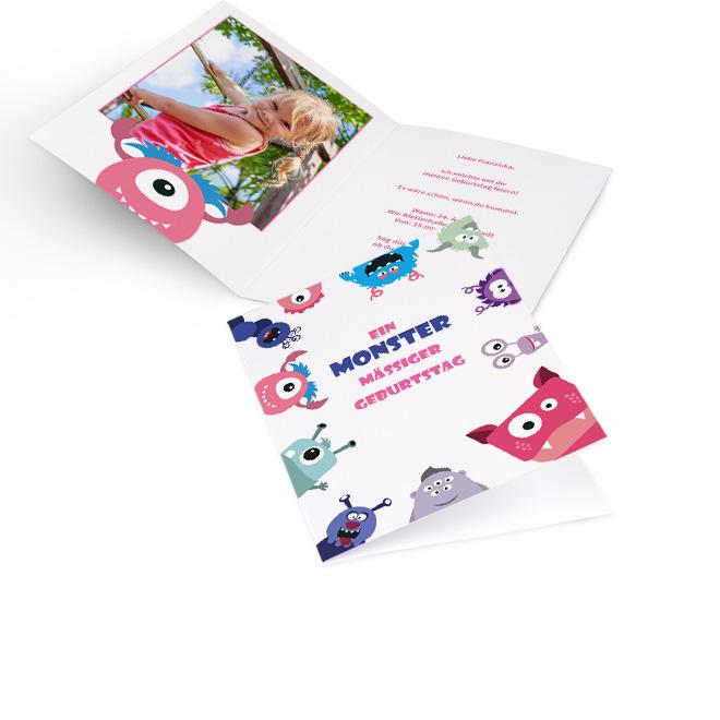 Abbildung einer Einladung zum Kindergeburtstag im Hochformat, mit Monstern und pink-blauem Schriftzug. Innenseiten mit Platz fuer ein Foto links und Text rechts.