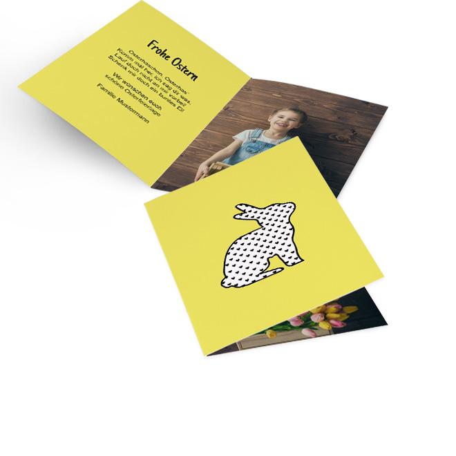 Gelbe Osterkarten im Hochformat mit einem Hasen im Pop Art Stil. Die Innenseiten bieten Platz fuer persoenliche Ostergruesse links und ein grosses Foto rechts.