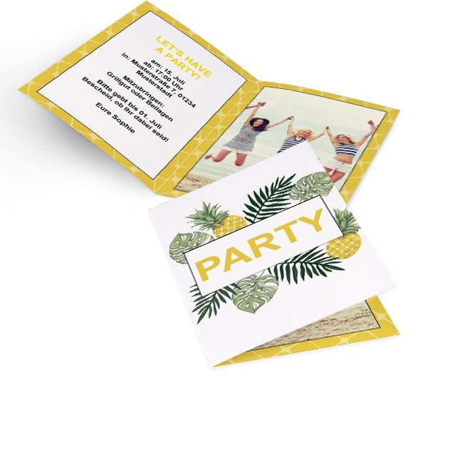 Abbildung einer Sommerfest Einladung, mit Ananasmotiv im Hochformat. Die Innenseiten bieten links Platz fuer Text und rechts fuer ein Foto. Ein Adressfeld gibt es hinten.