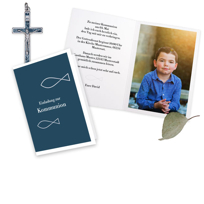 Foto Erstkommunion Einladung mit einem eigenen Bild auf dem Deckblatt. Schoene Hintergrundfarben machen Ihre Karte zu einem besonderen Geschenk fuer alle Verwandten.
