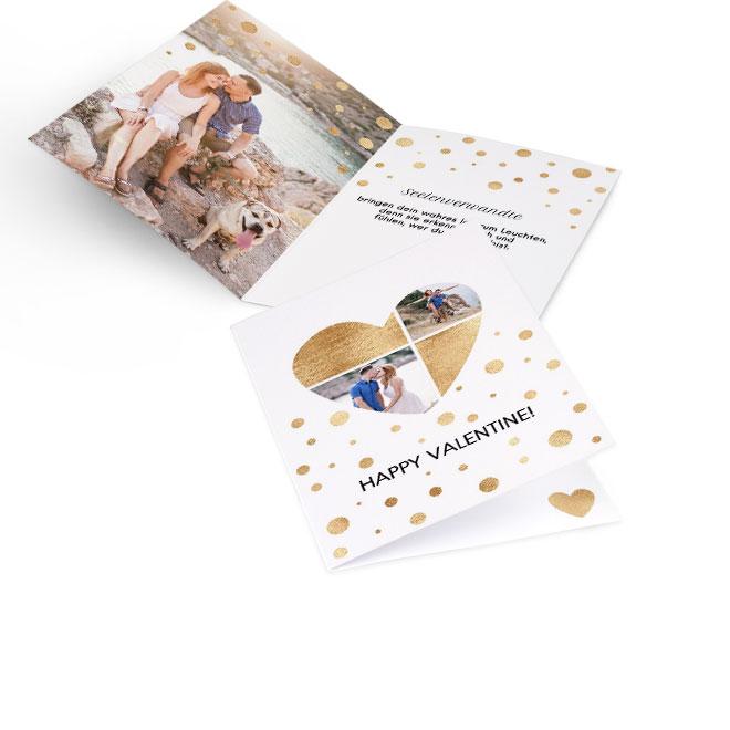 Abbildung einer Valentinstag-Karte im Hochformat. Auf der Vorderseite sind zwei Fotos in goldener Herzform und innen links ist Platz für ein Foto und Text rechts.
