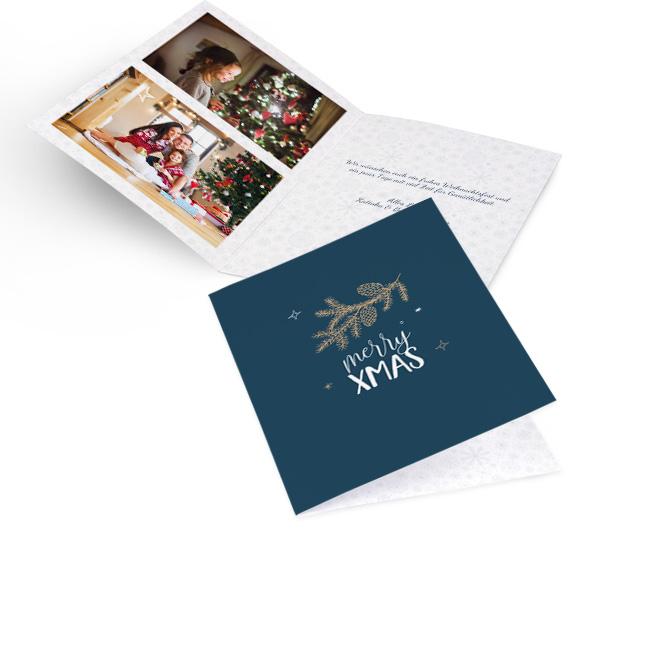 Blaue moderne Weihnachtskarten im Hochformat mit goldenem Tannenzweig und Schriftzug MERRY XMAS. Die Innenseiten bieten Platz fuer zwei Fotos links und Text rechts.