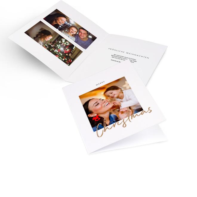 Weisse moderne Weihnachtskarten im Hochformat mit Foto und Schriftzug CHRISTMAS in Gold. Die Innenseiten bieten Platz fuer zwei Fotos links und Text rechts.