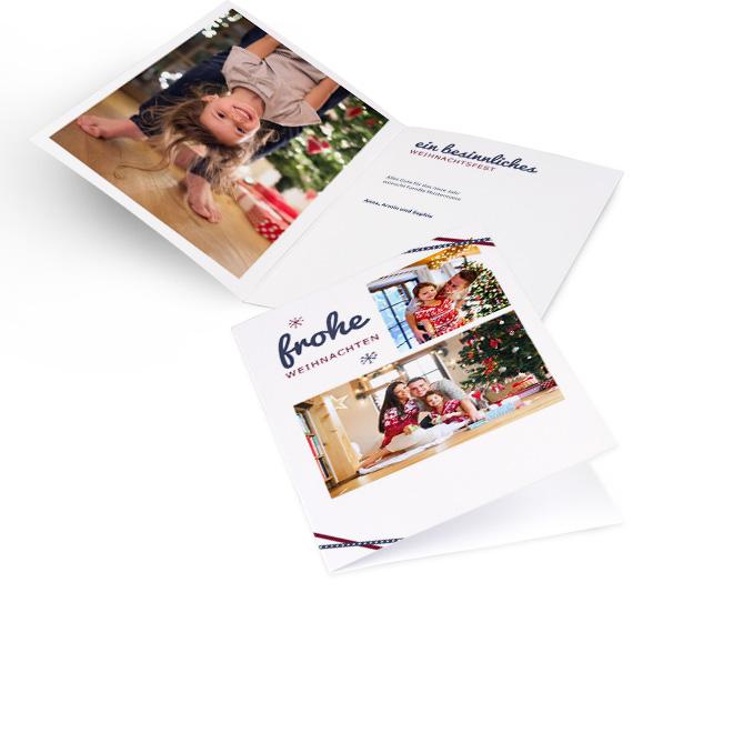 Weisse nostalgische Weihnachtskarten in Hoch mit zwei Fotos, Schleifchen und Schriftzug FROHE WEIHNACHTEN. Innenseiten bieten Platz fuer ein Foto links und Text rechts.