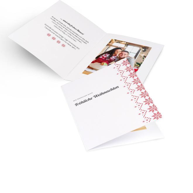 Weisse nostalgische Weihnachtskarten in Hoch mit Schriftzug FROEHLICHE WEIHNACHTEN und Borduere in Rot. Innenseiten mit Platz fuer Text links und ein Fotos rechts.