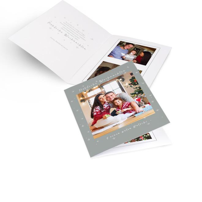 Graue nostalgische Weihnachtskarten in Hoch. Foto und Schriftzug FROEHLICHE WEIHNACHTEN UND EINEN GUTEN RUTSCH. Innenseiten mit Platz fuer Text links und 2 Fotos rechts.
