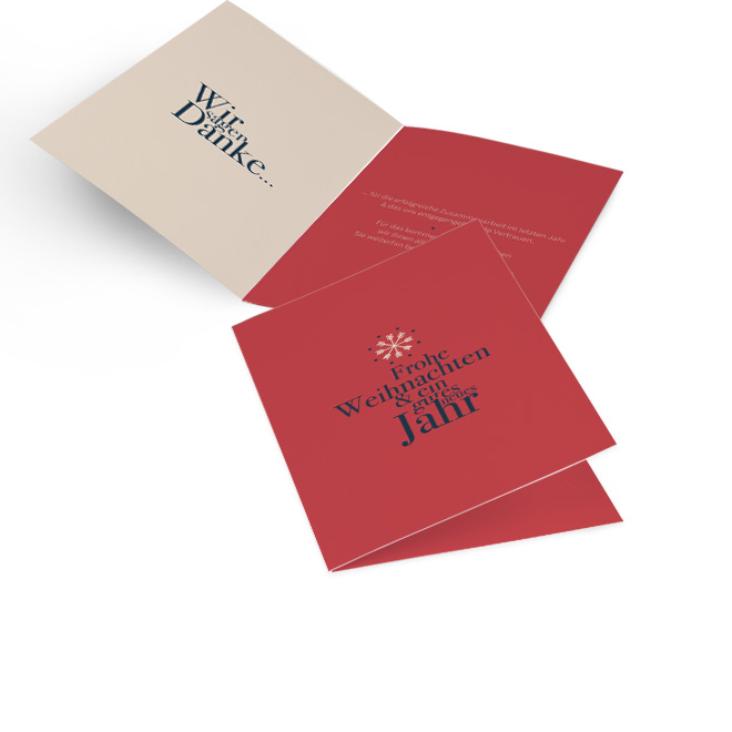 Rote Karte fuer geschaeftliche Weihnachtsgruesse in Hoch mit weisser Flocke und Schriftzug FROHE WEIHNACHTEN in Blau. Die Innenseiten mit Platz fuer individuellen Text.