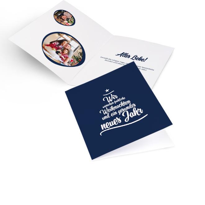 Blaue nostalgische Weihnachtskarten in Hoch mit Wuenschen zu Weihnachten und Neujahr in Weiss. Innenseiten mit Platz fuer zwei runde Fotos links und Text rechts.