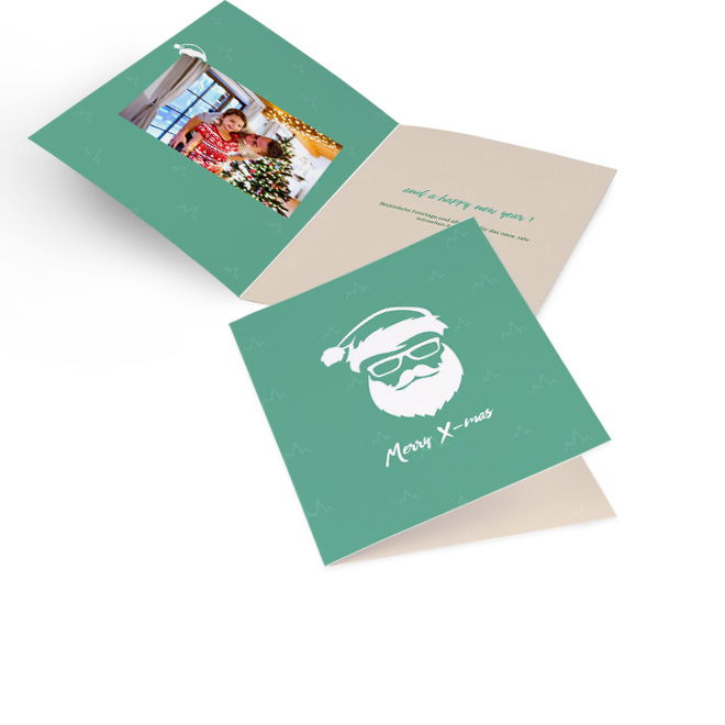Mintgruene moderne Weihnachtskarten im Hochformat mit Cool Santa-Motiv und Schriftzug MERRY XMAS. Die Innenseiten bieten Platz fuer ein Foto links und Text rechts.